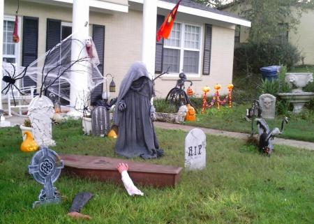 halloween 09 front of yard 3